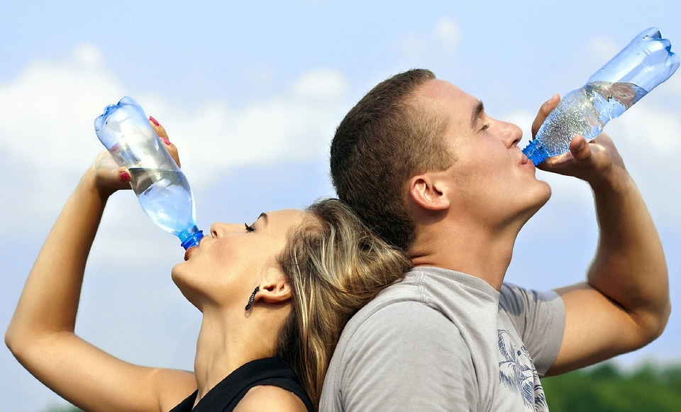Fitness for moms people drinking water