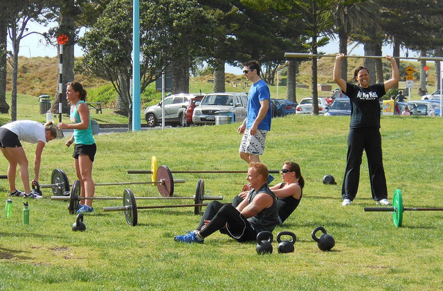 Build Muscle outdoor training barbells and situps