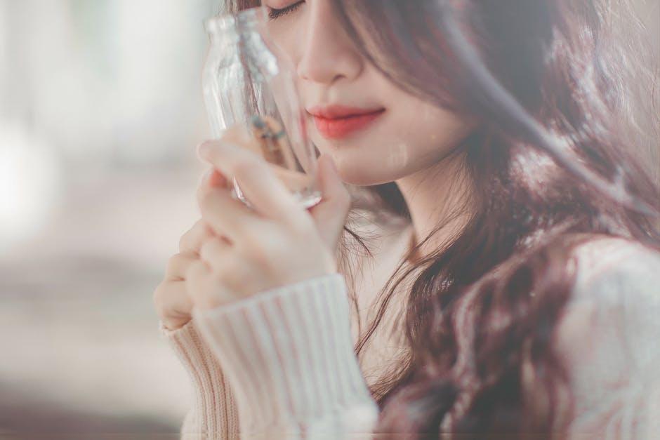 anti-aging oil jar to skin