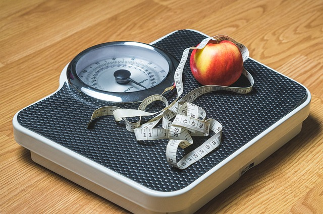 diets fail apple on scale