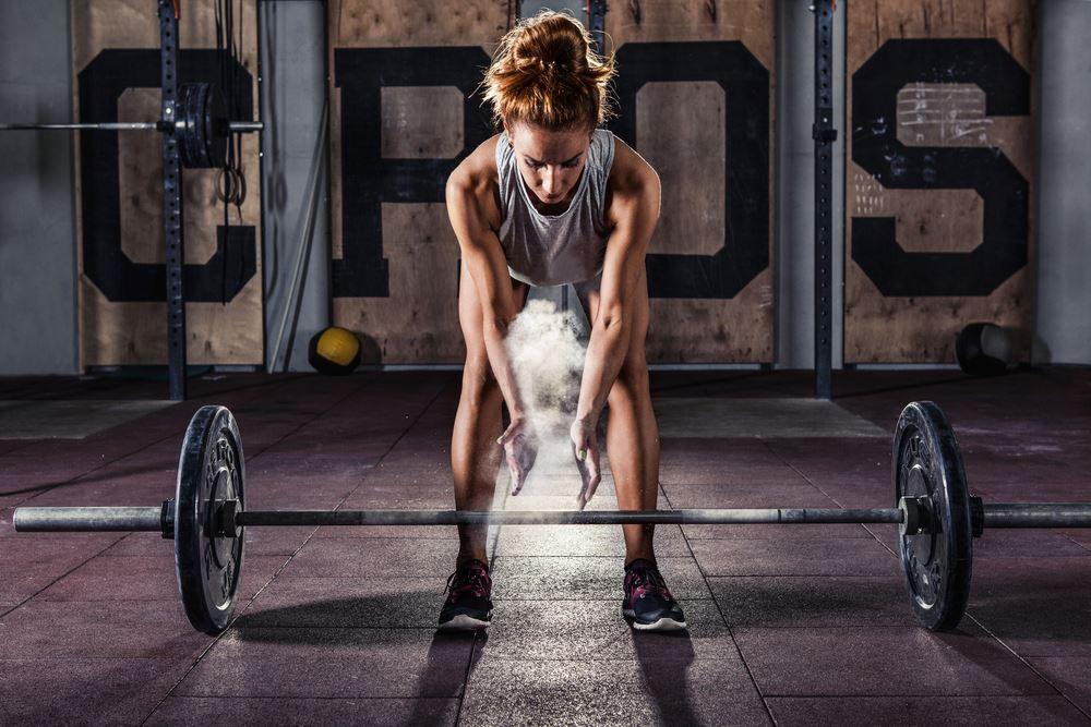 Bodybuilding woman deadlifting