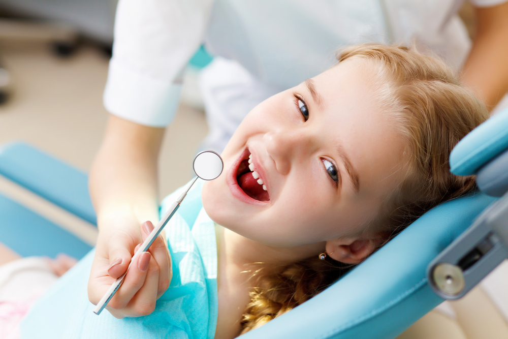 How To Find An Affordable North Arlington Dentist For Your Oral Health girl smiling