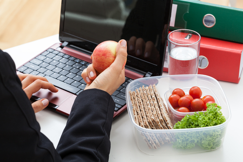 An Employee's Guide To Healthy Eating When Working On Night Shifts